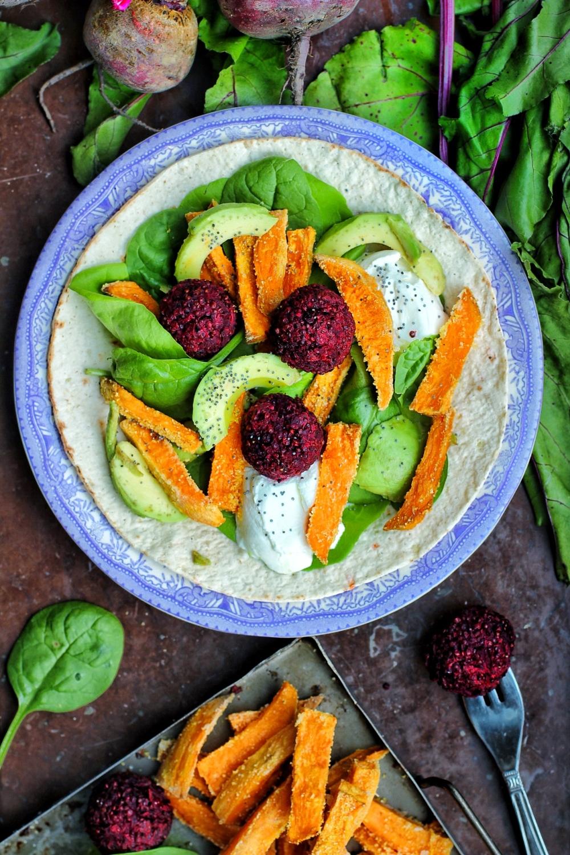 veganska rödbetsbollar med quinoa och tahini